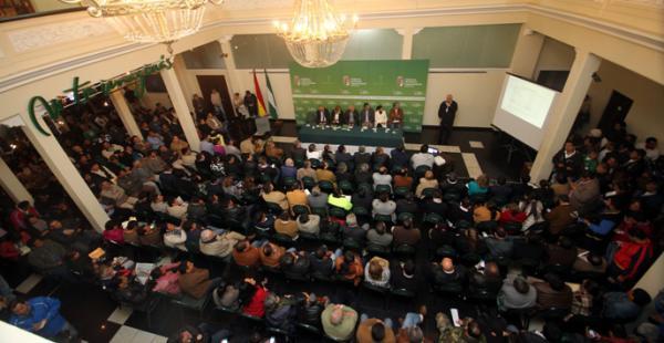 Los representantes de instituciones en Casa de Gobierno