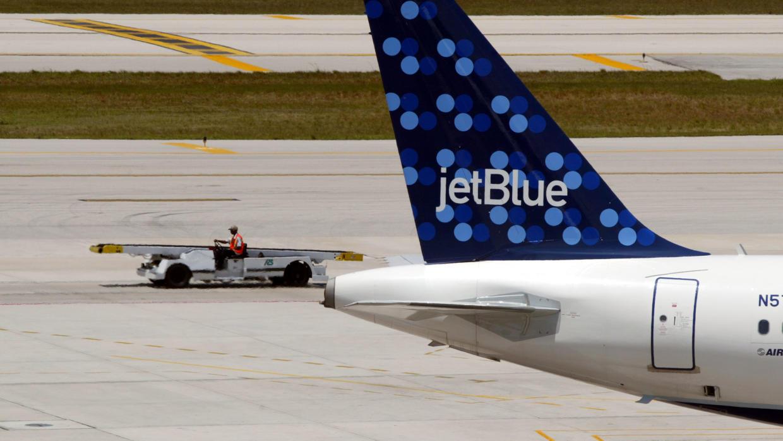 Una nave de la compañía aérea estadounidense JetBlue.