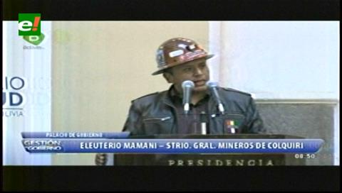 Llevan a mineros estatales a Palacio para apoyar a Evo, tras violencia y muerte en conflicto cooperativista
