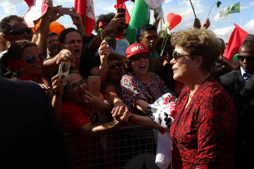 La expresidenta Dilma Rousseff se despide de su residencia durante seis años, el Palacio de la Alvorada