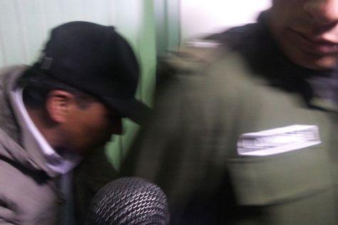El concejal paceño del MAS Mario Condori tras concluir su audiencia cautelar. Foto: Dennis Luizaga