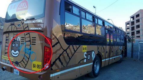 Así quedó el bus Pumakatari luego de que fue grafiteado por un individuo. El pintado ya fue retirado. Foto: GAMLP