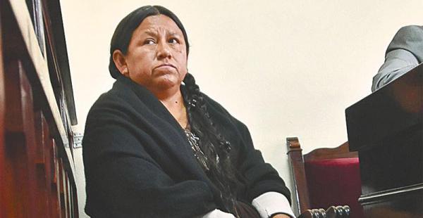 Nemesia Achacollo permanecerá detenida en el penal de Miraflores