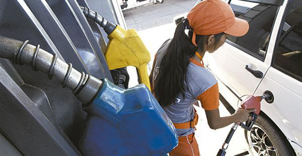 El litro de gasolina regular se vende a 3,74 bolivianos el litro en Bolivia, es el tercer precio más barato de toda Latinoamérica
