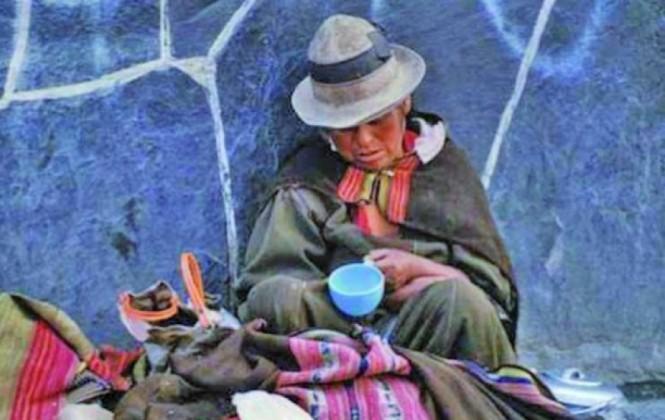 Familias pobres marchan en demanda de viviendas sociales en Potosí