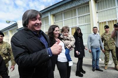 Rocío García junto a Máximo y al pequeño Néstor Iván en las últimas elecciones.