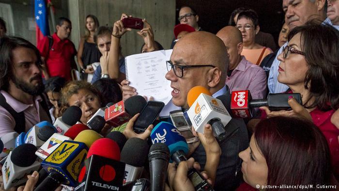 El jefe de la comisión de verificación de firmas, Jorge Rodríguez (foto de archivo)