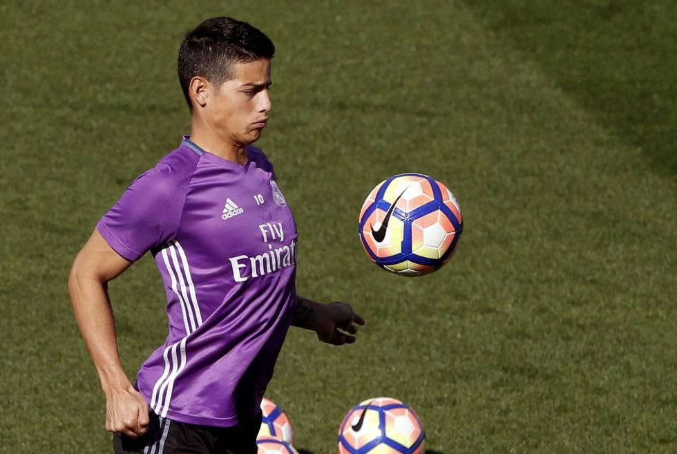 James Rodríguez, durante un entrenamiento del Madrid.
