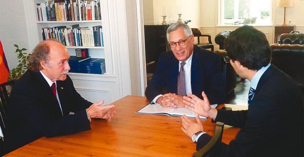 Eduardo Rodríguez y el abogado Brotons en una de las reuniones de coordinación