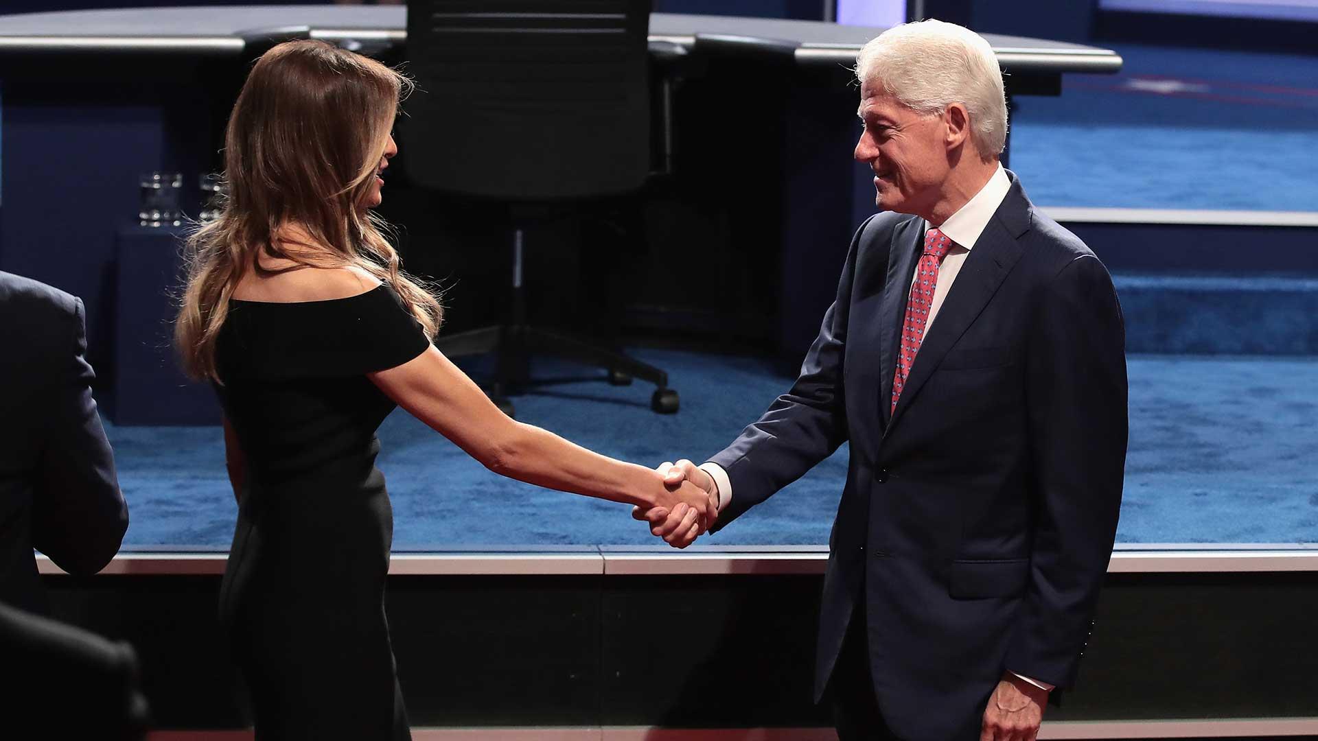 (AFP) Uno de los cruces más intensos fue sobre el tema del comercio internacional. Clinton, atacada en este tema por Trump, defendió la herencia de Bill Clinton.
