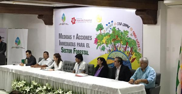 El presidente Evo Morales y el sector forestal se encuentran reunidos en Santa Cruz