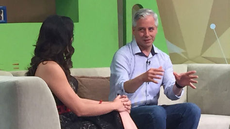 García Linera en el set principal del programa Hola País de PAT en Santa Cruz