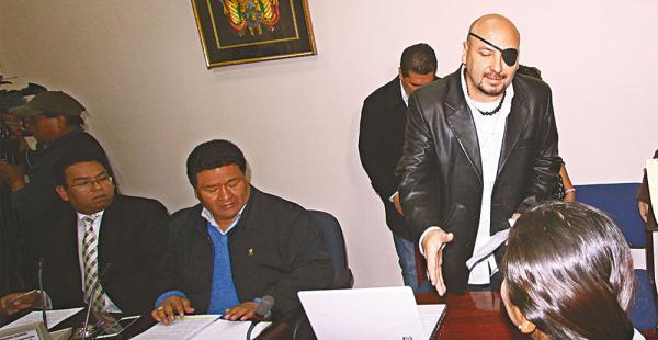 El defensor del pueblo, David Tezanos, afirmó que la Policía usó arma de fuego contra los mineros