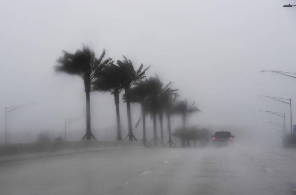 Fuertes lluvias en Florida por el huracán Matthew