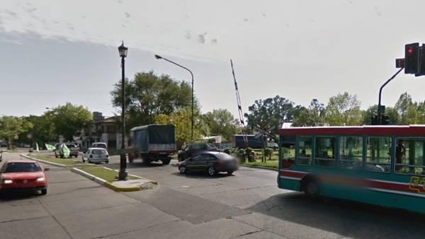 El lugar donde la banda de delicuentes interceptó a la joven y le robó la moto. (Street View)