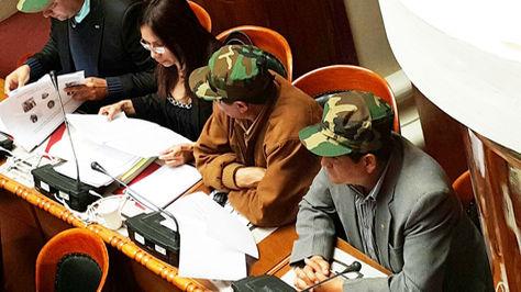 La bancada de oposición lució gorras militares en la interpelación al Ministro de Defensa