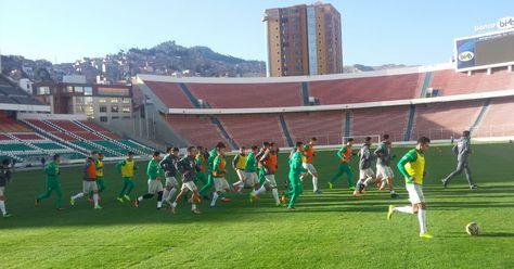 La selección boliviana se entrena en el estadio Hernando Siles.