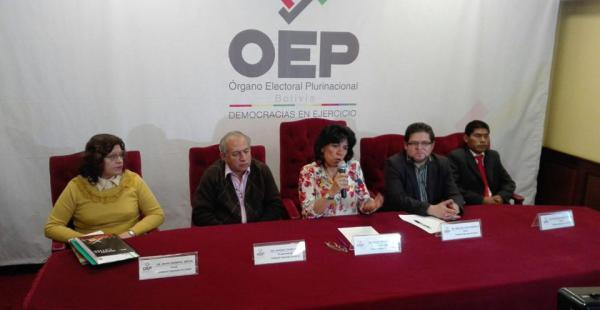 Las autoridades del Órgano Electoral garantizaron el normal desarrollo del referendo constitucional.