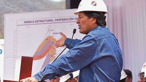 Morales en la inauguración del pozo Huacaya