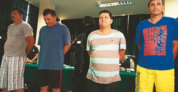 Edson Vega J. (izq.), Carlos Vicente D- Giácomo, Gustavo A. Weber y Alan Abdala do Santos