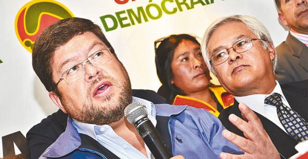 El líder del partido opositor UN, Samuel Doria Medina, culpó al Gobierno por el mal manejo de Enatex