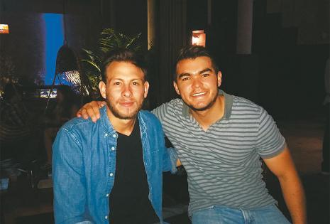 DIERON UNA ALTA NOTA A LA BEBIDA. Diego Vargas  y Eduardo Lora no se quedaron sin probar el trago