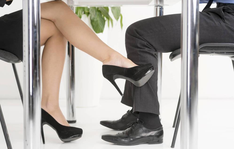 Foto: Las mujeres están más que dispuestas a tener un lío en el trabajo. (iStock)
