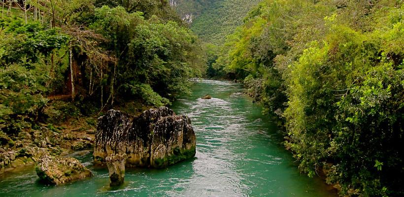 El río Cahabón al norte de Guatemala tiene una extensión de casi 200 kilómetros.
