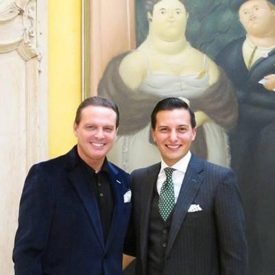 Sin bronceado, sonriente y más delgado, Luis Miguel sorprendió con su reaparición.