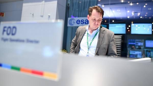 Un operario de la Agencia Espacial Europea (ESA), hoy, durante el operativo de amartizaje. AP