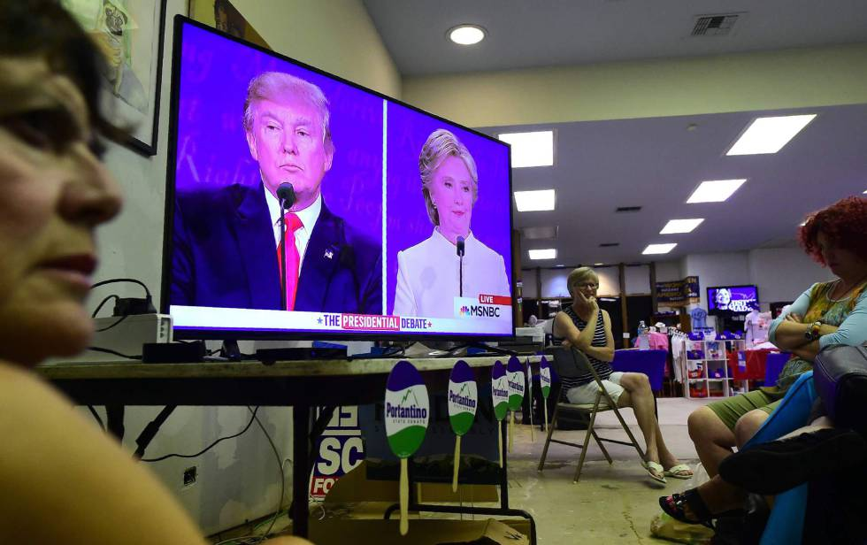 Espectadores del debate en Pasadena, California,