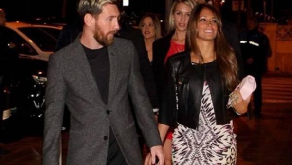 Lionel Messi y Antonella Roccuzzo llegan a la cena del Barcelona. (Sport)