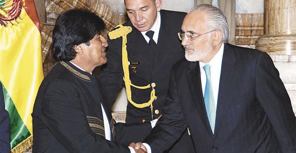 En 2004, el entonces presidente Mesa suscribió un acuerdo con China. Evo lo hizo en 2009