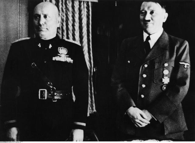 Hitler, en el tren especial de Mussolini junto a él.