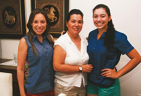 Nicole Justiniano, Eliana Callaú y Nadia Justiniano