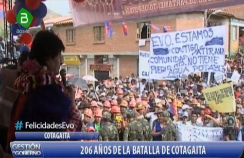 El presidente Evo Morales se dirige a los pobladores de la potosina Cotagaita en el acto de la batalla del mismo nombre.