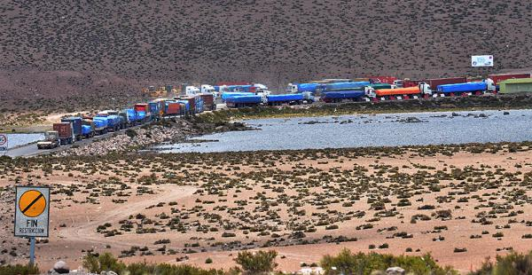 En el paso fronterizo de Chungará se registra un flujo diario de entre 500 y 700 camiones bolivianos de alto tonelaje de ida y vuelta