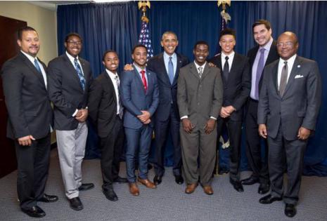 Los estudiantes y el empresario Marcelo Claure, en la Casa Blanca