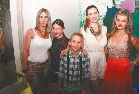 /Amigos Y Familiares. Alejandra Y Elina Parry, Leila Lukovski Y Fernanda Harb Con Máximo Parry