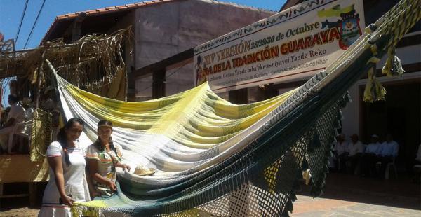 La tradicional hamaca guaraya fue expuesta por los grupos participantes en las actividades de ayer