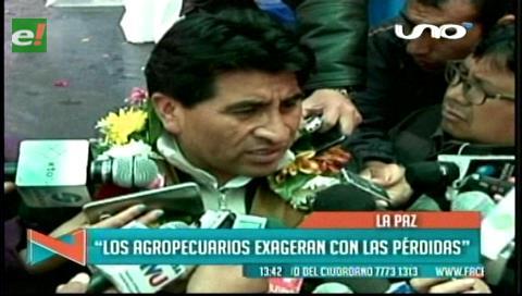 """Ministro Cocarico: """"Agropecuarios exageran con las pérdidas por la sequía"""""""