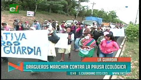 Dragueros de La Guardia marchan en rechazo a la pausa ecológica