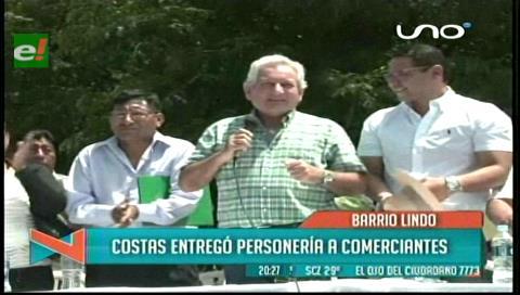 Gobernación cruceña entrega personería jurídica a los gremiales de la Feria Barrio Lindo
