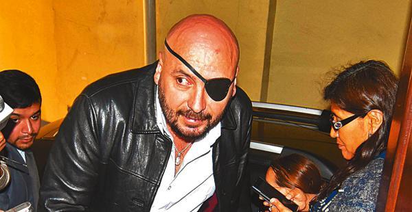 David Tezanos llegó por la tarde a la Fiscalía; por la noche salió bajo amenazas de golpes