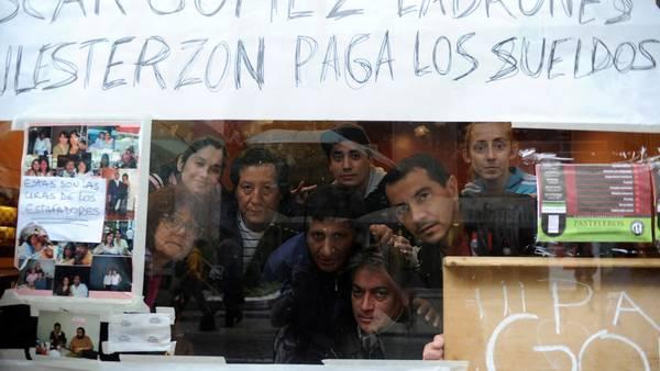 El local de La Lechería, del Centro porteño, cerró sus puertas y sus empleados tomaron el negocio. (Fotos Alfredo Martinez)