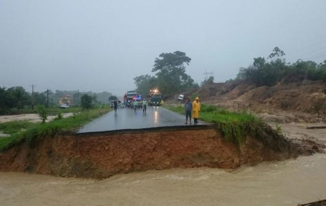 Presidente informa que se instalará un puente provisional en zona afectada de la carretera al oriente