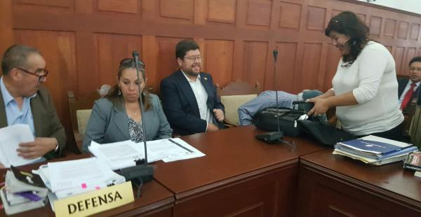 Samuel Doria Medina al ingresar a la audiencia del TSJ en Sucre