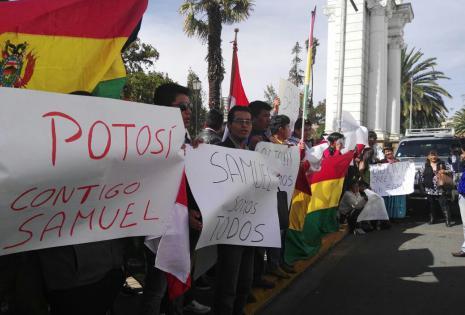 Seguidores de Samuel en Sucre (exteriores del TSJ)