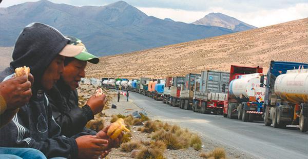 Los choferes sufrieron por los tres días de paro en la frontera con Chile. Hay temor por más medidas