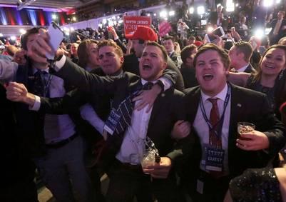 Festejos desaforados en el bunker de Donald Trump. REUTERS/Carlo Allegri
